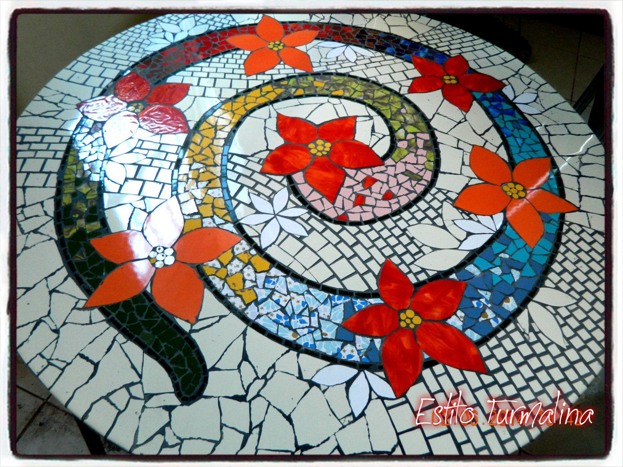 Mesa de jard n por laura anca para estilo turmalina for Mesas de mosaico