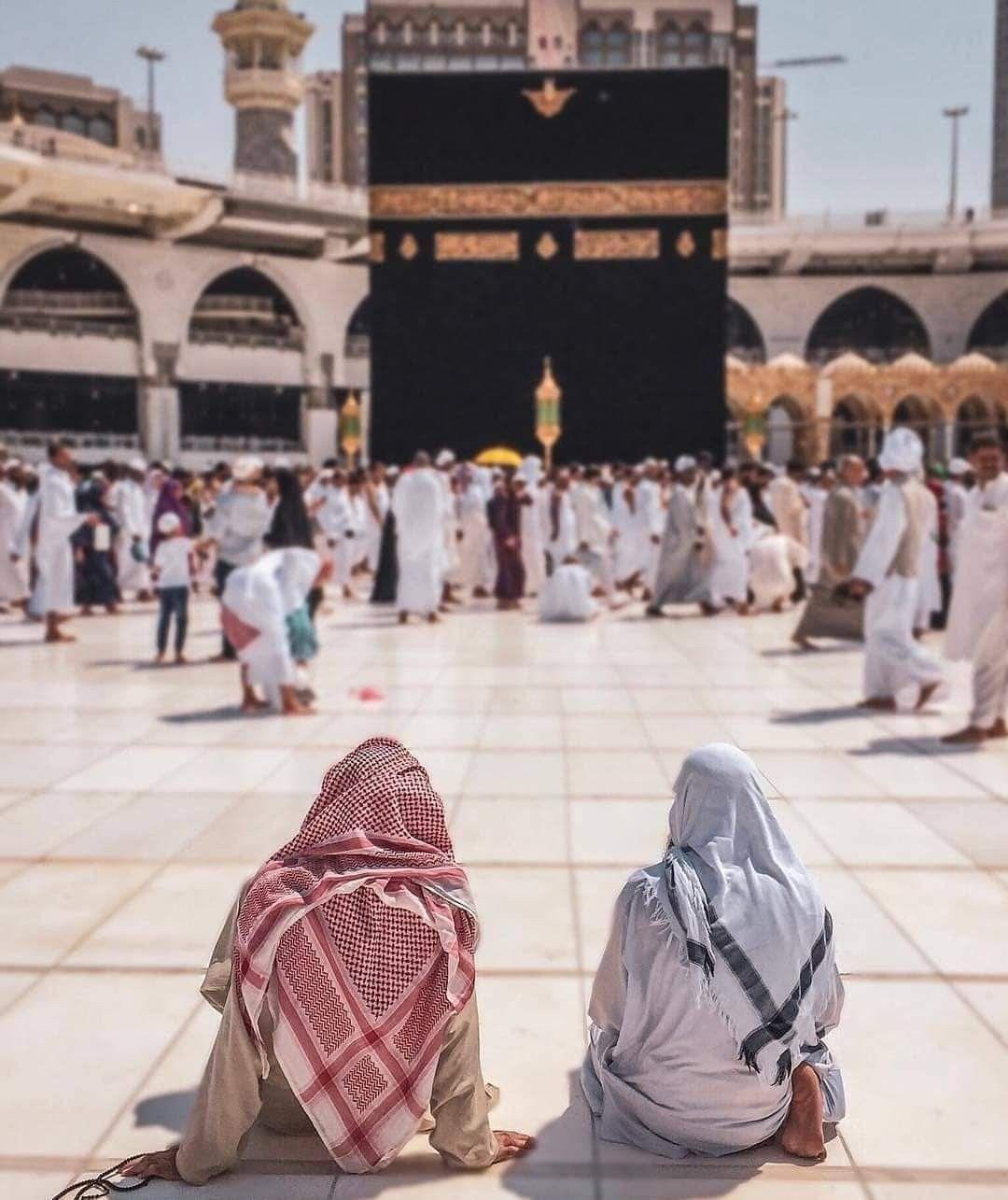 اللهم ارزقنا جلسة كهذه أمام الكعبة المشرفة Muslim People Mecca Kaaba Islamic World