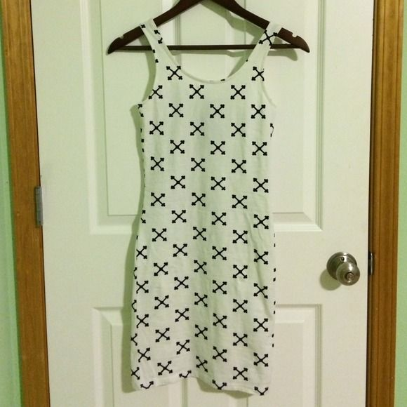 Bodycon jersey dress NWT White and black bodycon jersey dress. Brand new with tag. H&M Dresses