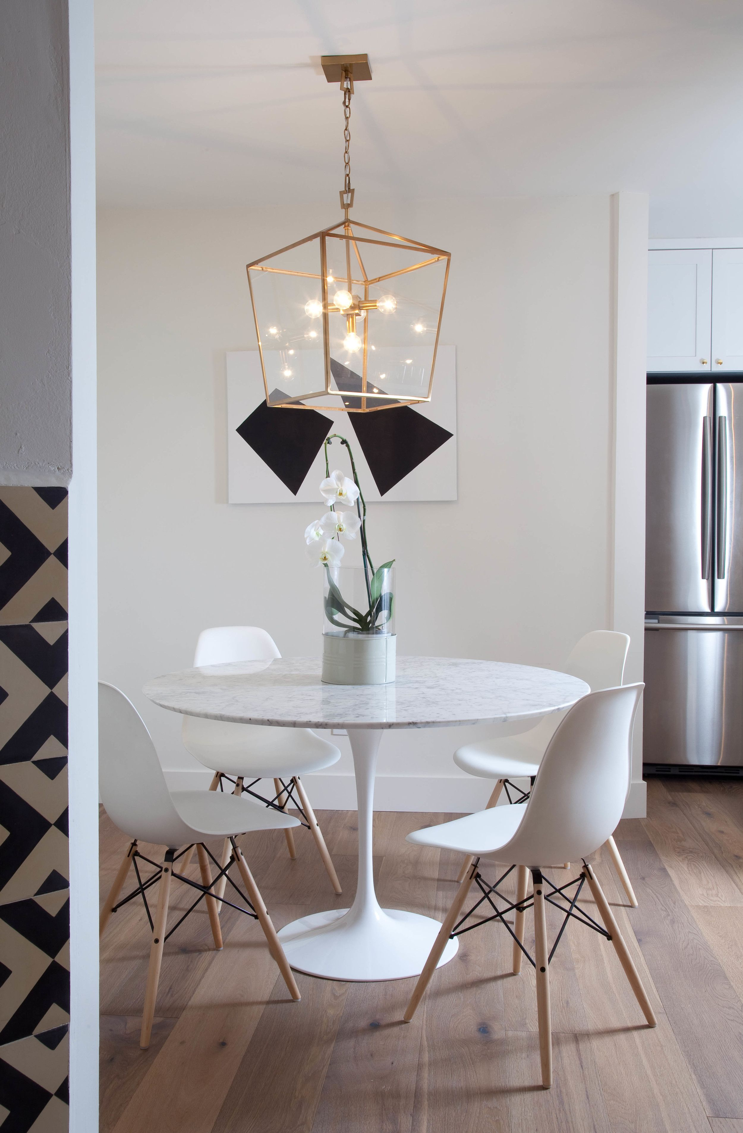 Dreamy White Marble Round Table and Chairs with
