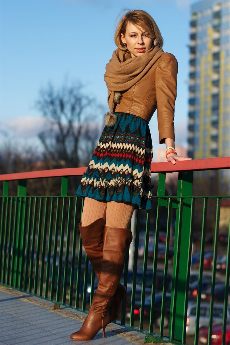 Beige ribbed wool tights, tall brown boots, multicolored ...