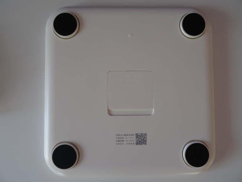 Yunmai Mini Smart Fat Scale - vue du dessous trappe à piles