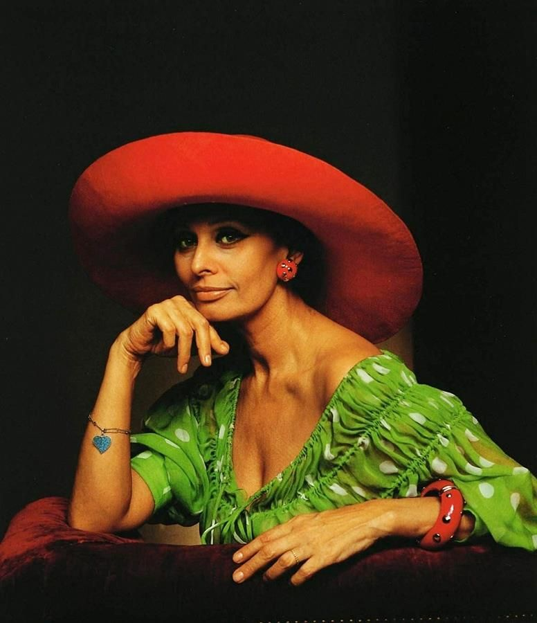 © Photo of Yousuf Karsh. Sophia Loren, 1981.
