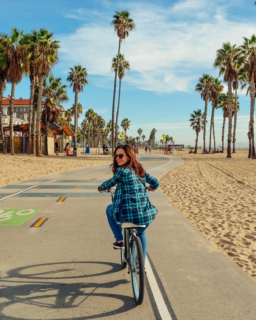 Rent Beach Cruiser Bikes And Ride From Santa Monica To Venice