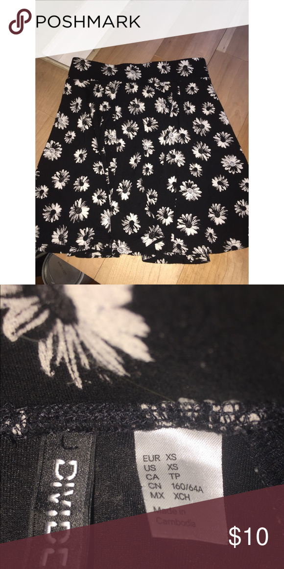 14ae2e99d Cute skirt! Black short skirt with white flowers ! Divided Skirts Mini