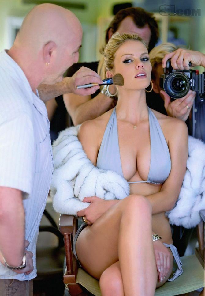 Body hot Brooklyn bondage model