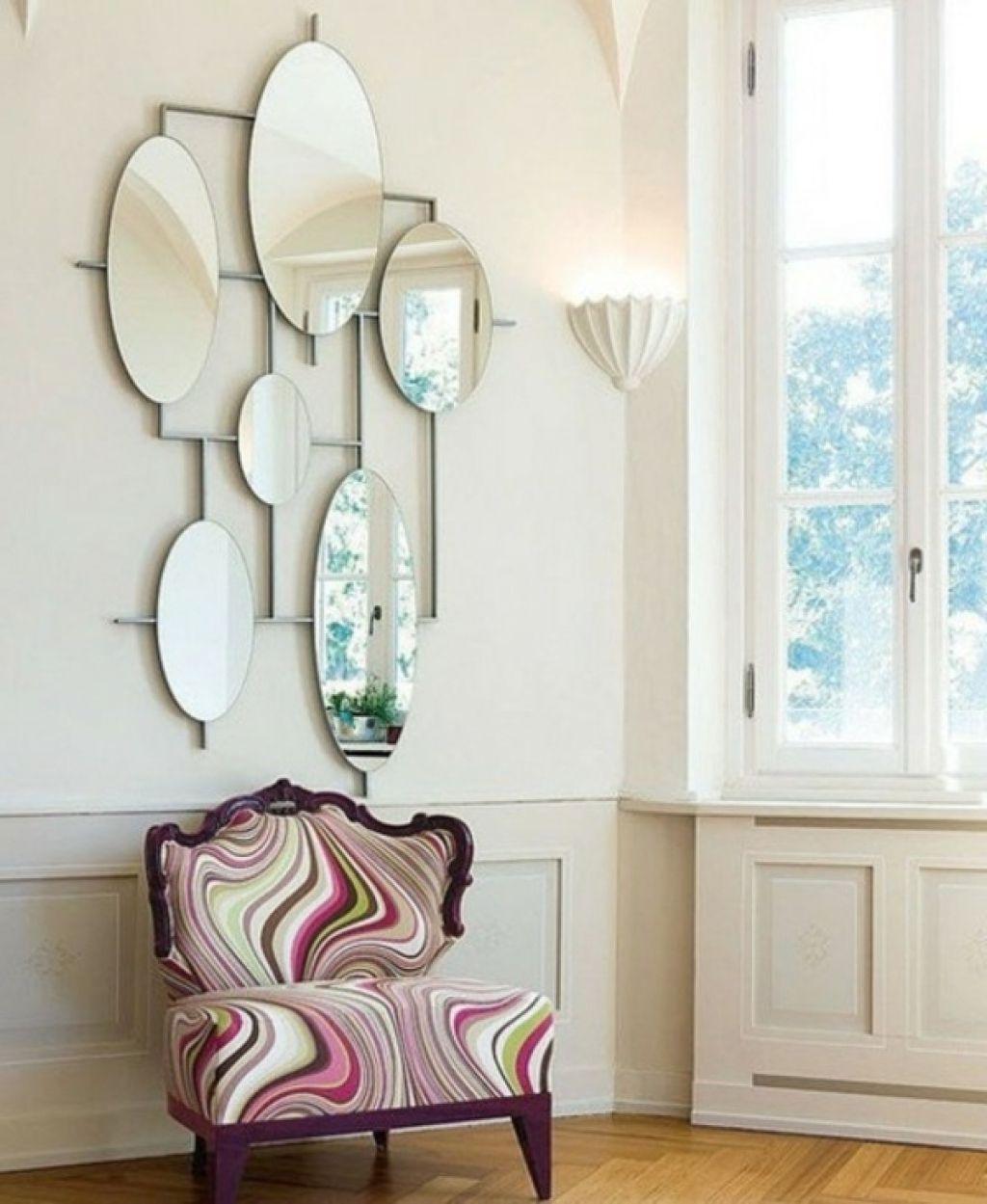 deko wandspiegel wohnzimmer interessante spiegel kombination ...
