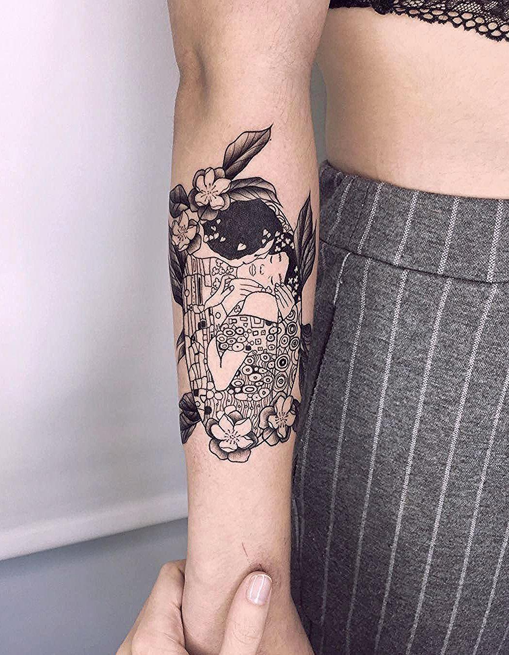Adaptación Del El Beso De Klimt Klimt Blackworktattoo Des True Nouveau Tattoo Art Nouveau Tattoo Sleeve Tattoos
