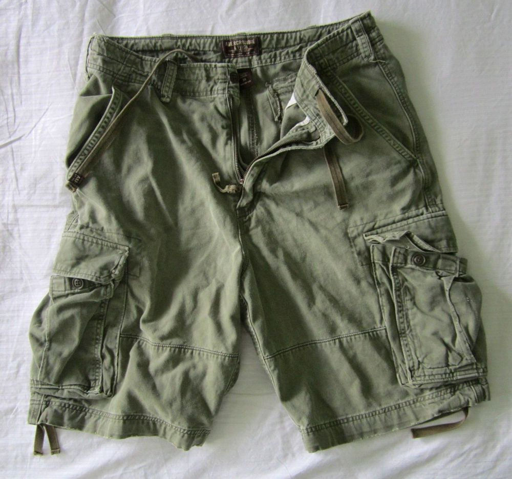 MEN'S KHAKI SHORTS We'll keep it short: Dockers has the seasonal staples you can rely on. We know that khaki shorts are especially key for casual ensembles – special spring occasions, relaxed summer weekends, and anything in between.
