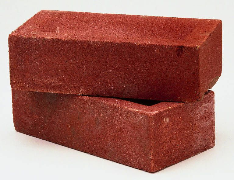 Advantages Of Building A Brick House Red Brick House Brick House Red Bricks