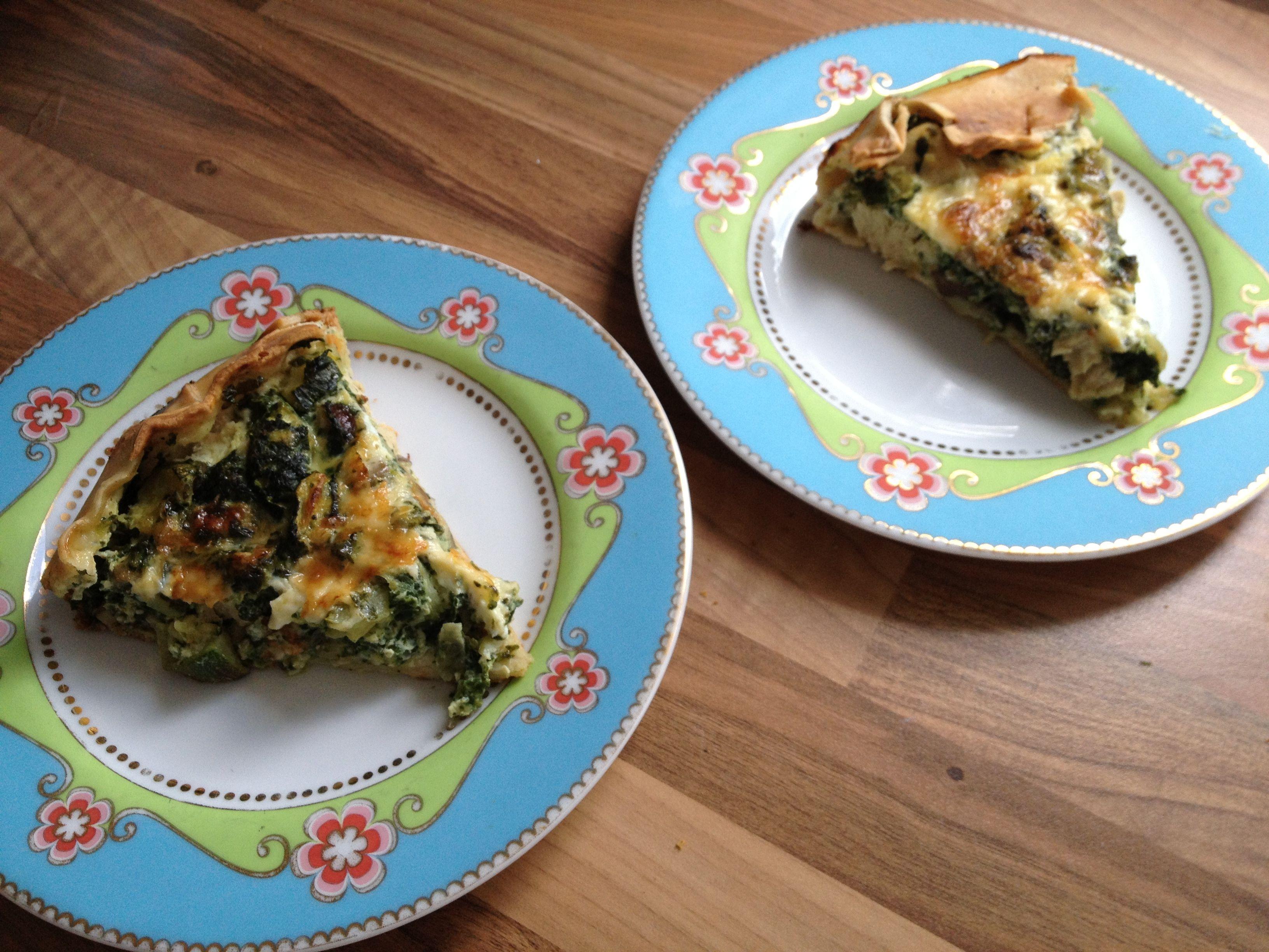 Hartige taart met spinazie, courgette, kaas en kastanje champignons
