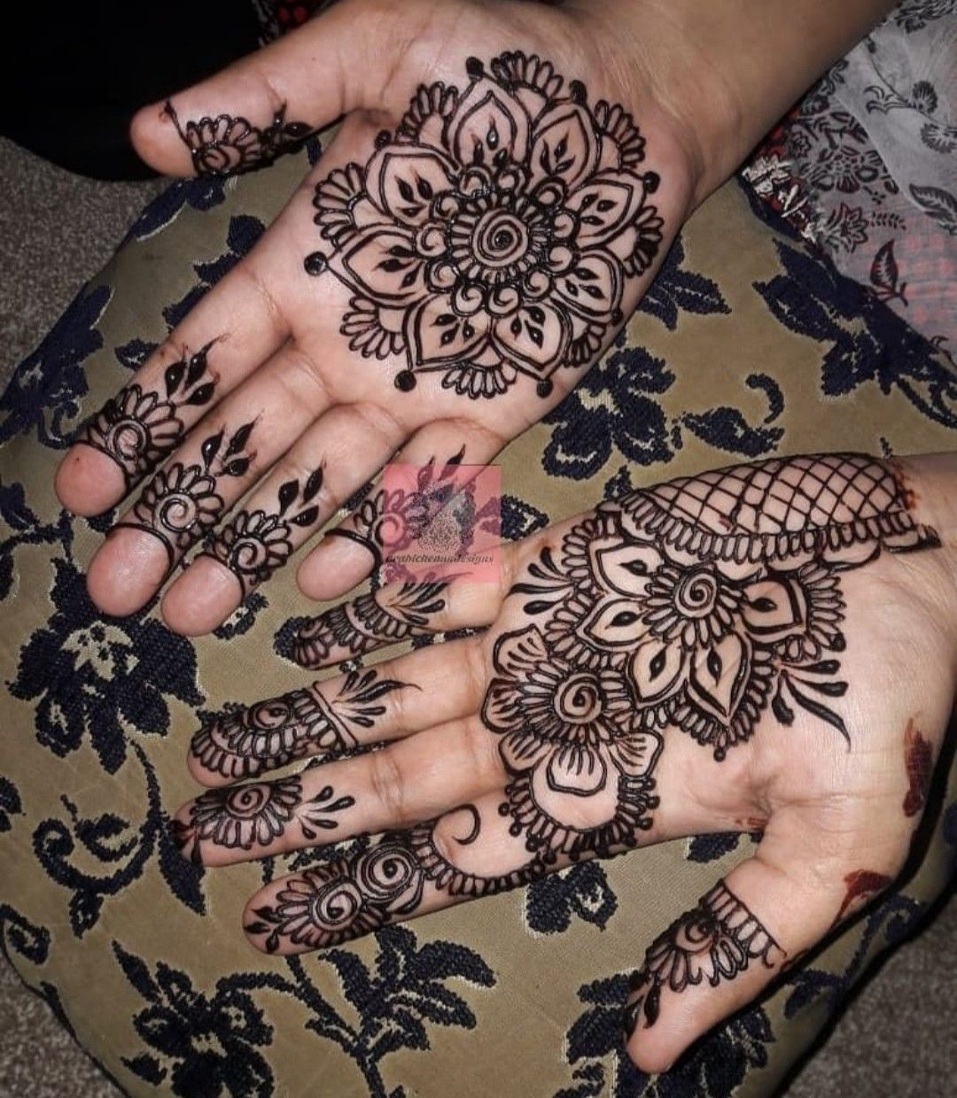 Hello there I'm a professional henna artist and face