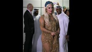 بالصور ليدي غاغا في دبي بملابس شفافة تشيد بأخلاق مستقبليها فنون الاخبارية الاردنية