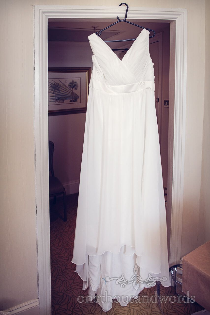 Wedding Dress At Marriott Hotel Bournemouth Photography By One Thousand Words Photographers