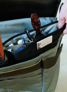 Switching purses or bags every day is easy, if you have all your essentials in one great purse organizer ...