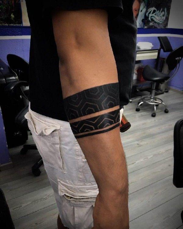 40 armband tattoo designs tattoo ideen pinterest armband tattoos inzwischen und schlicht. Black Bedroom Furniture Sets. Home Design Ideas