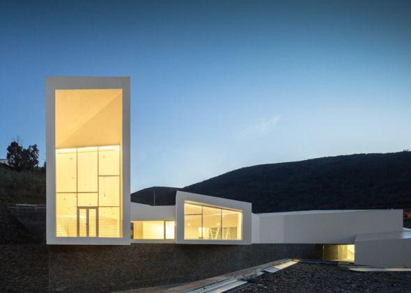 Arquitectos: Álvaro Fernandes Andrade  Proyecto: Centro de Alto Rendimiento de Remo Pocinho  Ubicación: Vila Nova de Foz Côa, Portugal