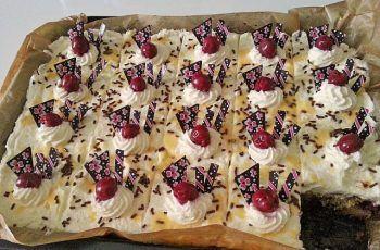 Kirsch Eierlikör Blechkuchen mit Schmand Sahne – Kuchen Desser