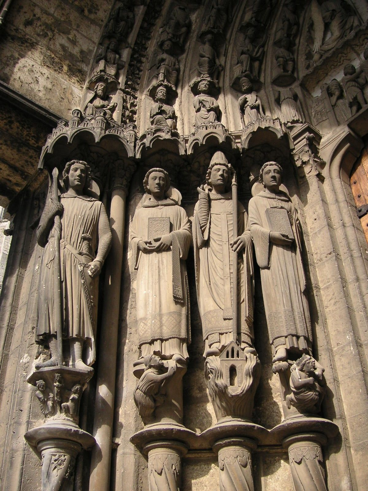 Gothic Art And Architecture   P.  Http://upload.wikimedia.org/wikipedia/commons/4/42/Chartres_cathedral_023_martyrs_S_TTaylor.JPG