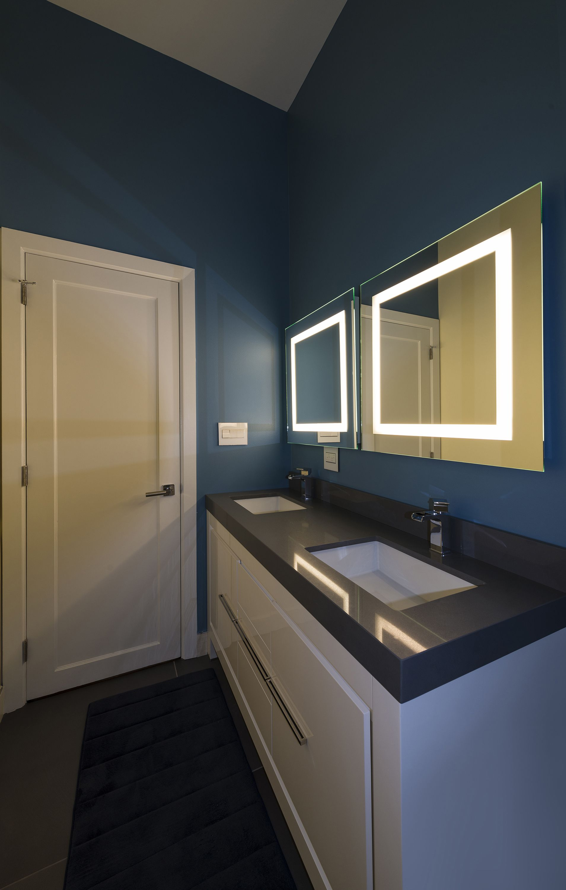 Bathroom And Vanity Lighting Idea | Modern Bathroom Idea | Small Plaza  Dimmable Mirror - By