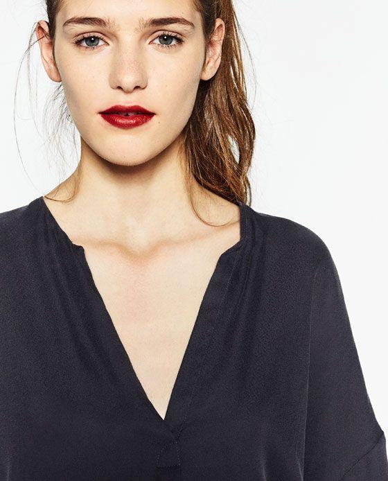 Loose fit blouse.