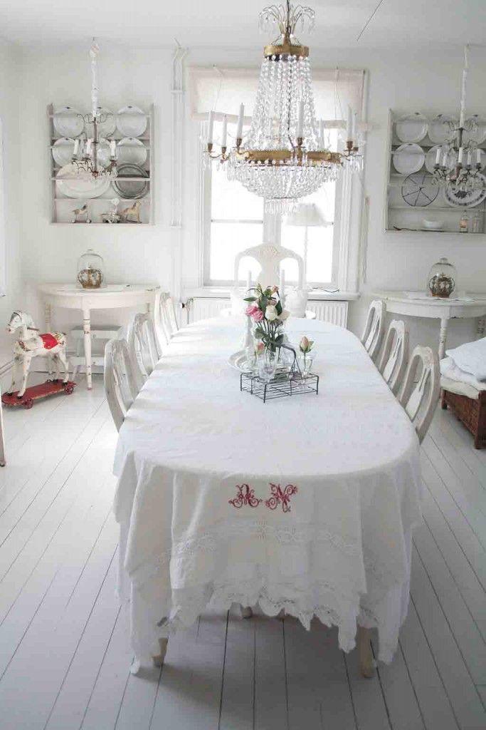 Esszimmer im weißen skandinavischen Landhausstil (Buch Zartweiß - nordischer landhausstil