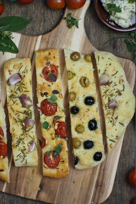 , Rezept für einfaches Focaccia Brot: 3 köstliche Varianten [Knoblauch & Rosmarin / Tomaten & Pinienkerne / Oliven] #brot #grillen #grillenrezepte #re…, MySummer Combin Blog, MySummer Combin Blog