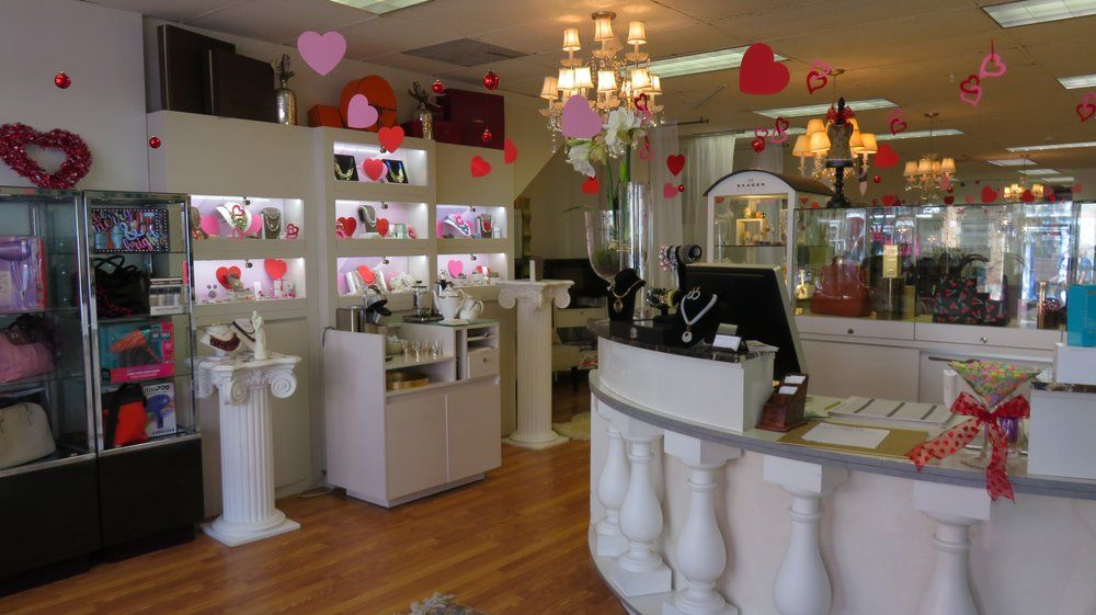 Salon AMARTI is located at the heart of Old Town