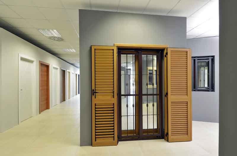Le porte da interni porte da esterni persiane blindate inferriate di sicurezza per porte e - Showroom porte e finestre ...