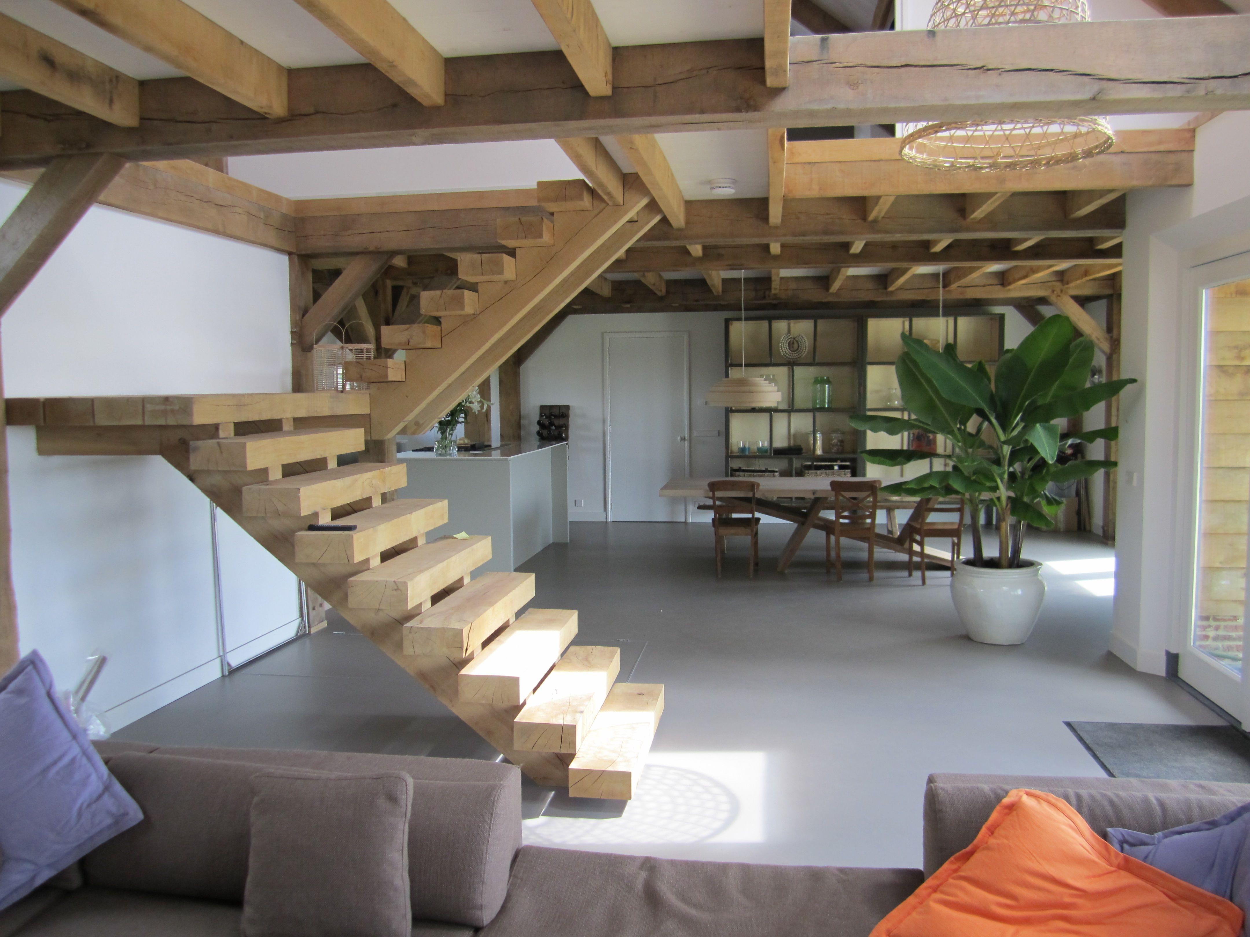 Robuuste houten trap google zoeken escaliers Trap in woonkamer