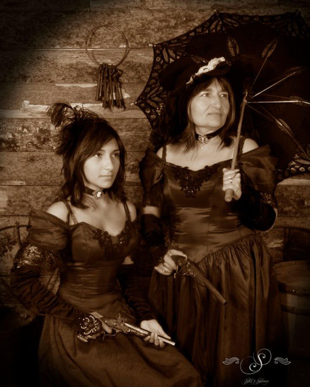 Dangerous Dames!#fun #oldtimephotostyle #oldtimephotostudio #oldtimephotos #oldtymephotos #reachforthesky #photography #glenwood #glenwoodsprings #glenwoodcaverns #glenwoodcavernsadventurepark #thingstodo #colorado #coloradovaca #coloradovacation
