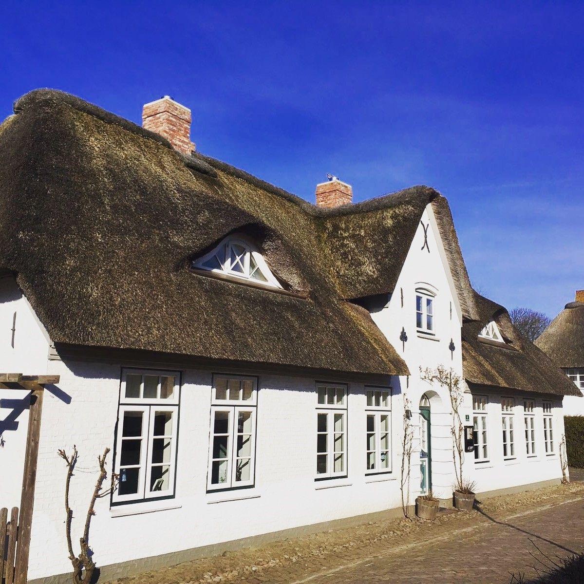 Erholsame Tage mit blauem Himmel auf Föhr in den von Deska Countryhouses. BLUE sky is waiting for you!