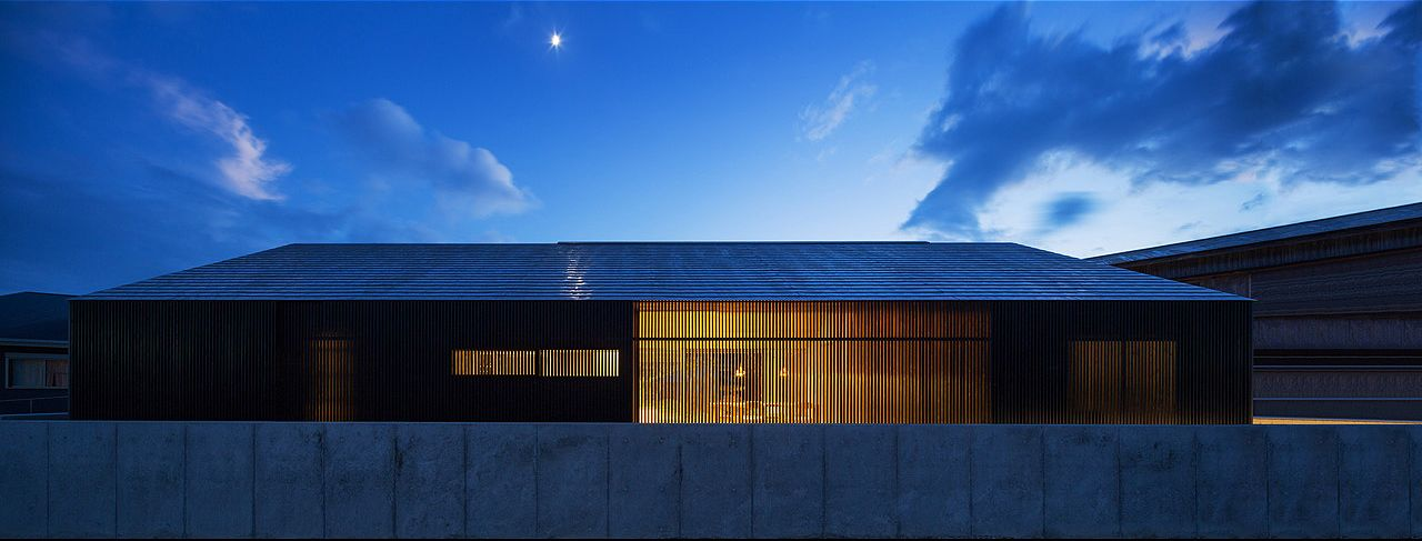 Blue Hermitage is a minimalist house located in Kagoshima, Japan, designed by Matsuyama Architect & Associates.