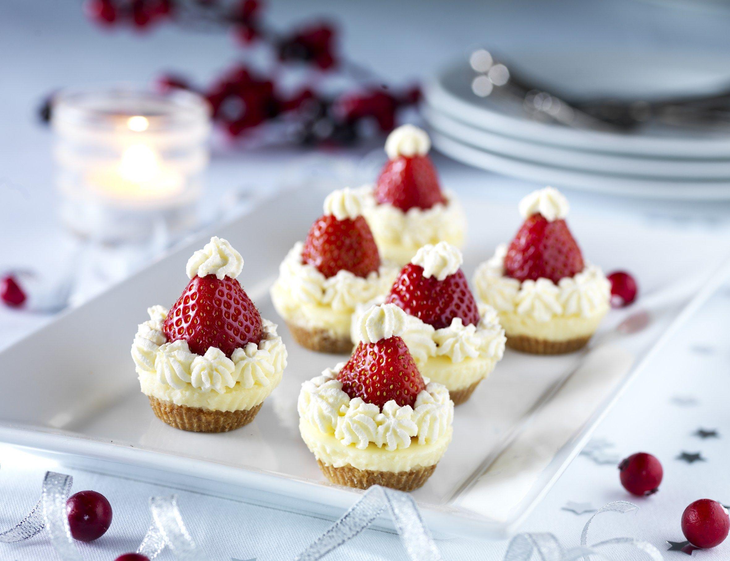 Santa S Cheese Cakes Christmas Deserts Christmas Desserts