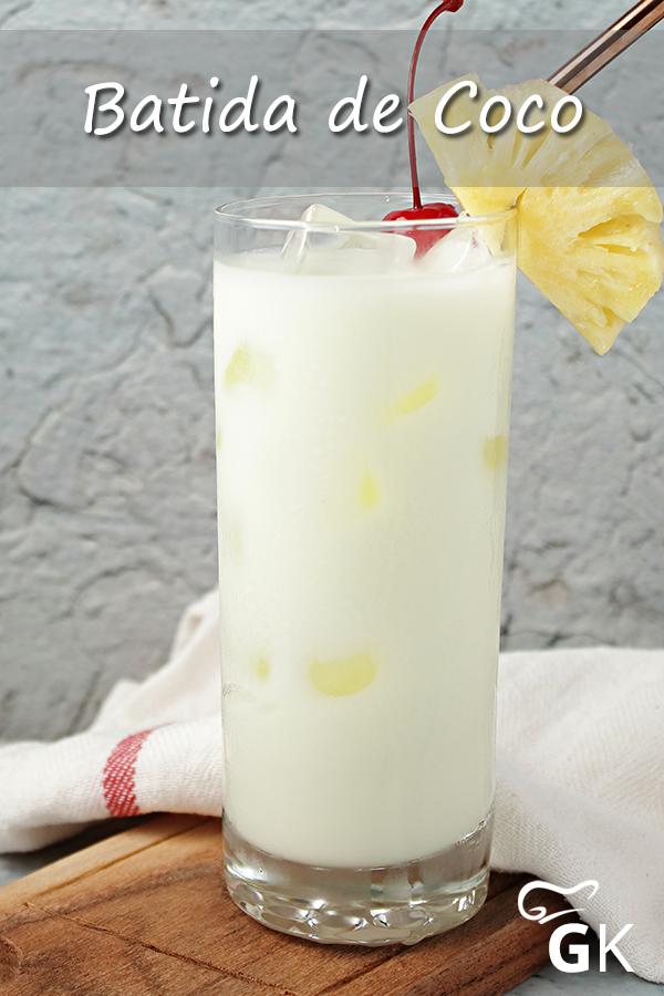 Batida de Coco schmeckt herrlich nach Kokos und Ananassaft, so dass man sich gleich wie unter Palmen fühlt. Hier das Rezept für den sahnigen Drink.  batidadecoco  kokos  ananas  exotik  karibik  drink  cocktail  rezept