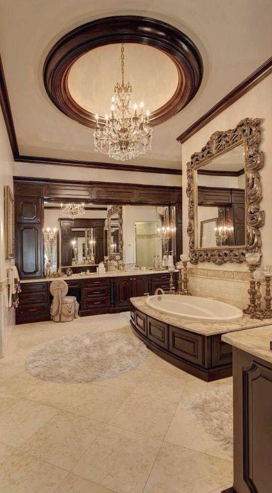 Traditional Interior / Karen Cox. Big Bathroom