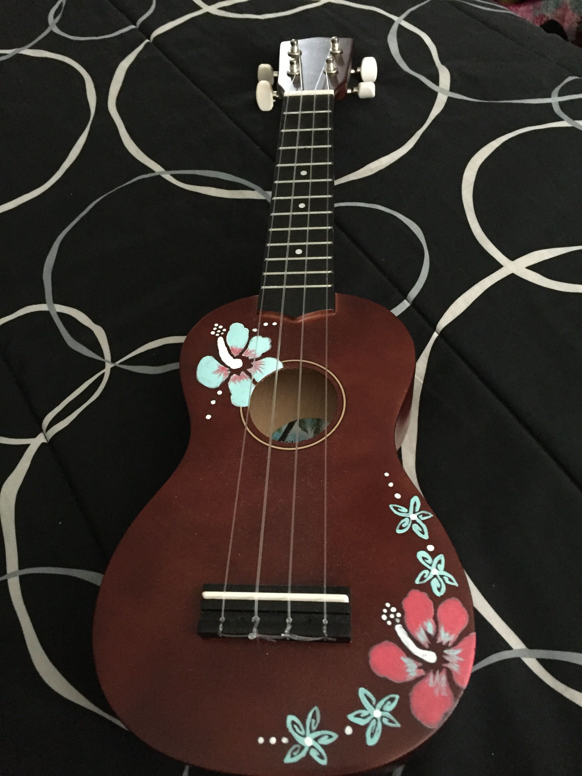 Guitarras Decoradas I Really Wanna Paint On A Ukulele Ukulele Pinterest