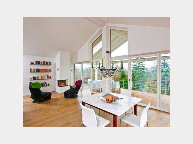 wohnzimmer mit offenem essbereich auch in moderne huser passt ein alter kronleuchter ganz fantastisch - Fantastisch Moderne Innenarchitektur Einfamilienhaus