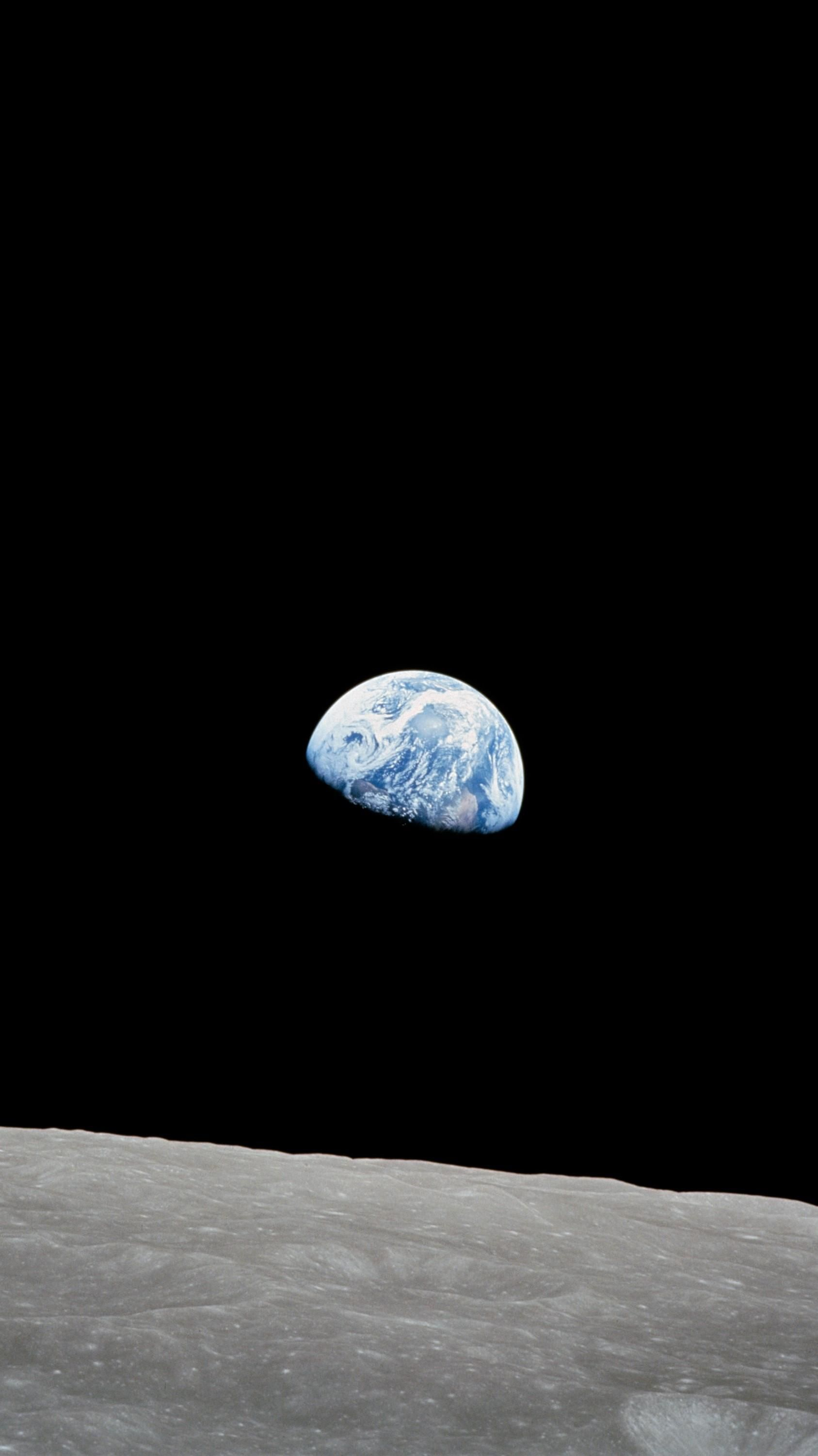 Apollo 8 S Iconic Earthrise Mobilewallpaper Earth Pictures