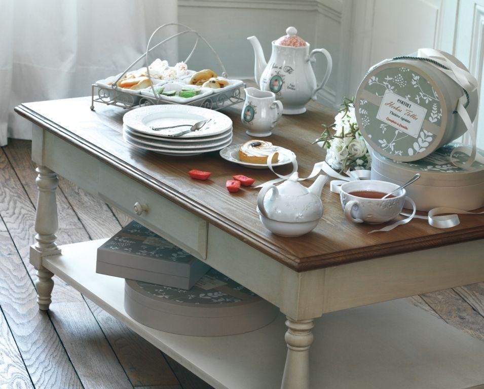 Table Basse Les Citadines Avec Vaisselle Herbes Folles Et Salon De The Comptoir De Famille Salon De The Idees Pour La Maison