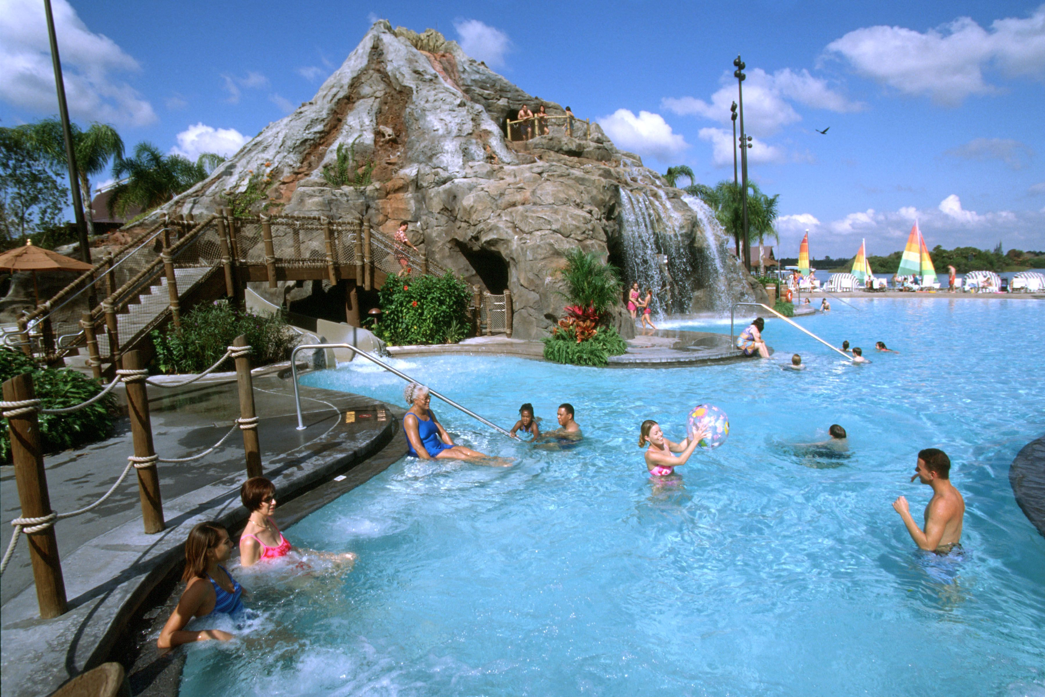 disney resort hotels, disney's polynesian resort - guests in the