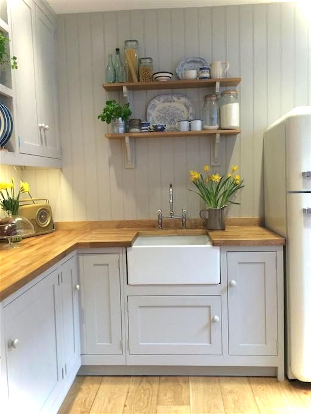 Awesome 55 Genius Small Cottage Kitchen Design Ideas Https Roomaniac Com 55 Genius Small Cottage Kitch Small Cottage Kitchen Kitchen Remodel Cottage Kitchens