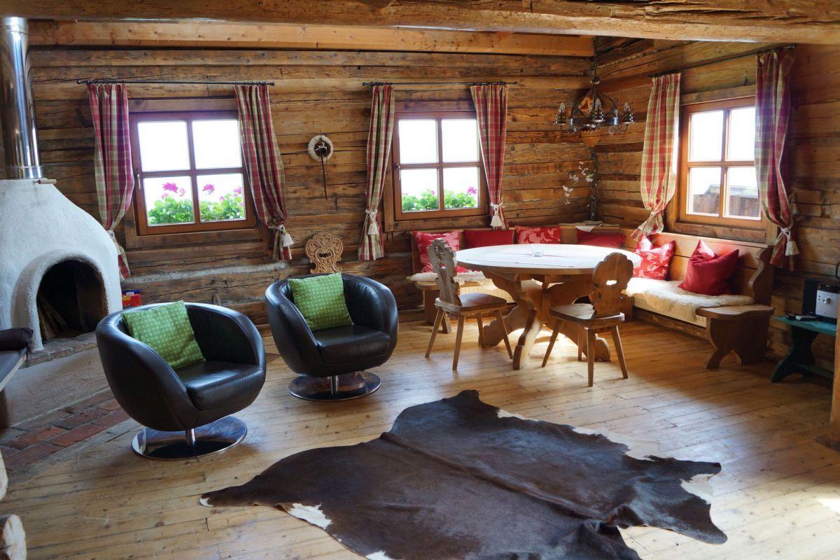 Chalet alpengl ck almh tten und chalets in den alpen for Innenausstattung wohnzimmer