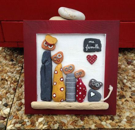 Un tableau repr sentant une petite famille et le petit chat r alis en bois peint l 39 acrylique - Symbole representant la famille ...
