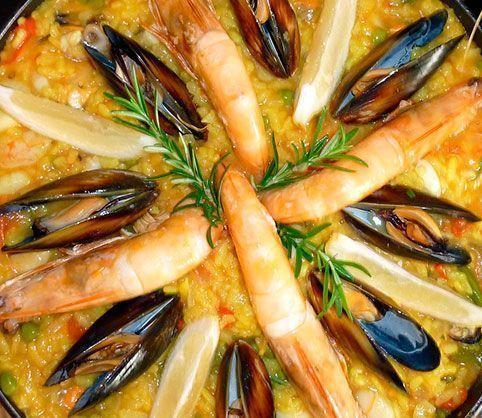 Paella De Marisco Paella De Marisco La Paella De Marisco Es Una De Las Típicas Recetas Que Siguen A Rajatabla La Dieta Paella De Mariscos Mariscos Paella