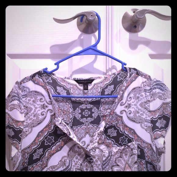 Banana republic Paisley Blouse Gray-themed paisley short sleeve blouse Banana Republic Tops Blouses