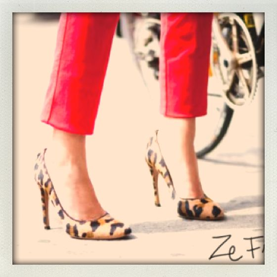 Red denim. Leopard pumps. @Garance Lière Dore.