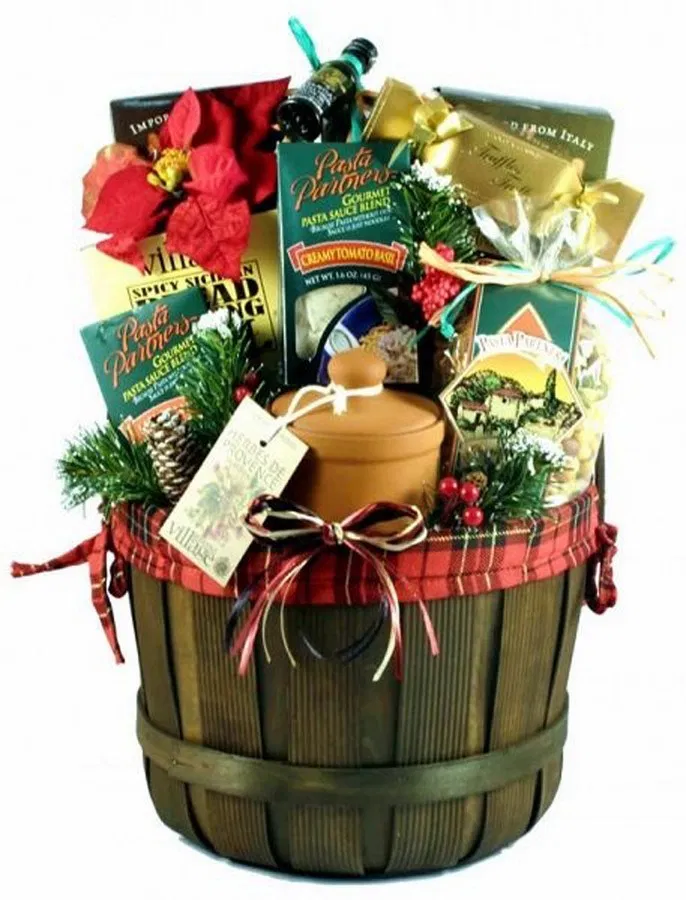 25 Themed Gift Basket Ideas For Women Men Families 9 Italian Food Gift Baskets Gourmet Christmas Gifts Food Gift Baskets