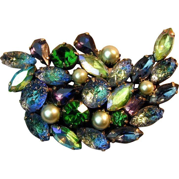 Kramer costume jewelry created in WWII company was in Manhattan New York