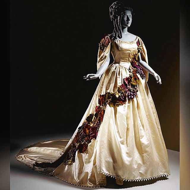 Gown worn by the Comtesse di Castiglione, French, ca. 1861-67, LACMA. Scroll a few posts down to see the lovely lady who I'm sure rocked the hell out of this dress ☺❤️